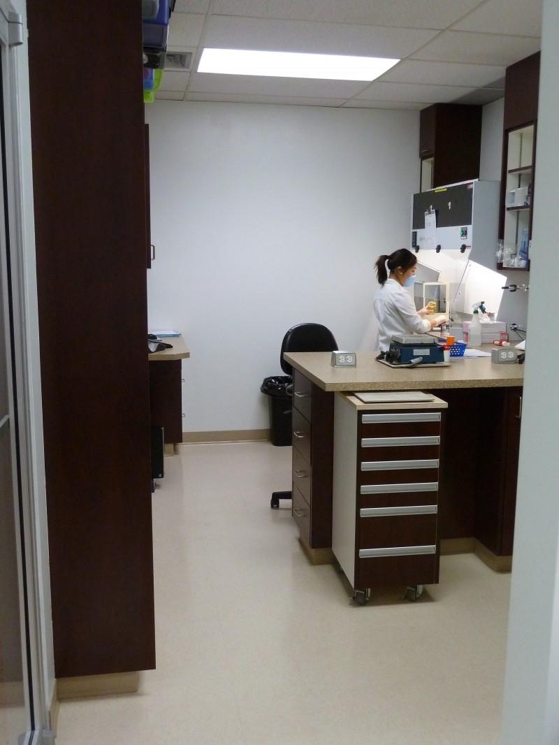 P1090179.JPG_View-of-new-lab-Nina-at-hood-e1389144799724